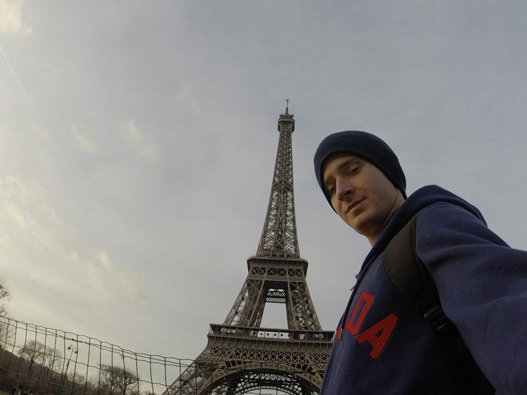 Selfie com a Torre Elfel. Check.